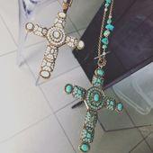 On adore les croix de chez Poggi 😍 #bijouxcreateur #poggi #ootd #fashionjewelry #onlinestore#instafashion #eshop #croix#sautoir #igers#couture #chic#conceptstore